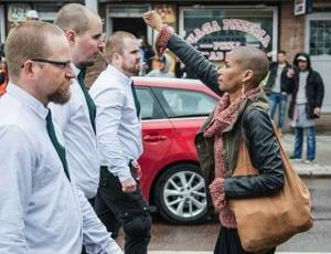 Una colombiana enfrentó a los neonazis en Suecia.