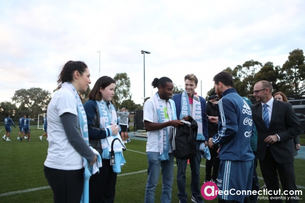 07-06-2017 Lionel Messi surprises young CanTeen heroes at City Football Academy in Melbourne_3