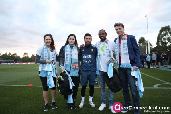 07-06-2017 Lionel Messi surprises young CanTeen heroes at City Football Academy in Melbourne_4